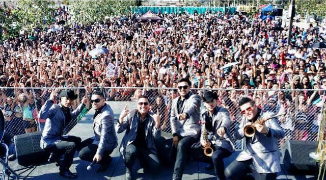 Montez De Durango con fans - Montez De Durango